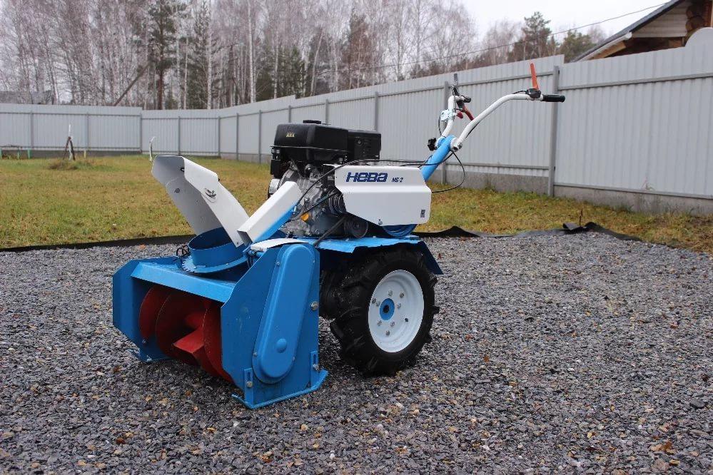 Ручной скрепер fiskars для уборки снега 143000